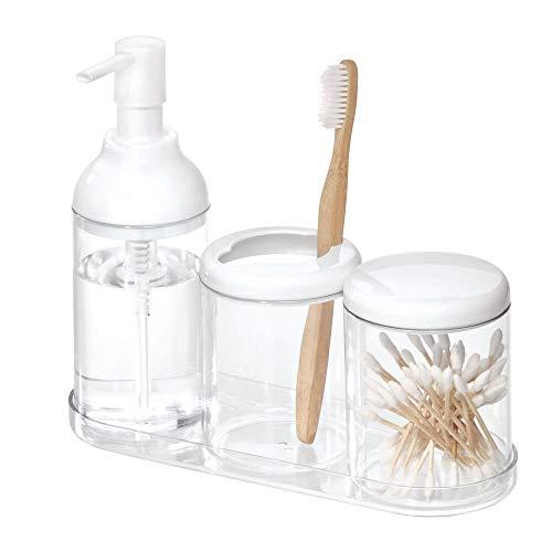iDesign Set de baño, juego de baño con 4 accesorios de plástico resistente, incluye dispensador de jabón, portacepillos de dientes, vaso con tapa y bandeja, blanco y transparente