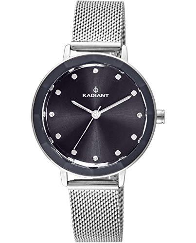 Reloj analógico para Mujer de Radiant. Colección Katrine. Reloj Plateado con Malla milanesa, Esfera Gris Oscuro y Cristal facetado. 3ATM. 34mm. Referencia RA467602.