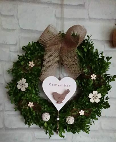 Buchsbaum-Rudbekia-Tuerkranz-Herz