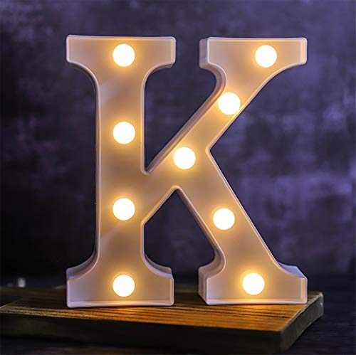 Letra de luces LED del alfabeto – Letras luminosas – 26 alfabeto y 10 números luz nocturna decorativa – Lámpara alimentada por pilas con plástico para casa, fiesta, bar, cumpleaños (K)
