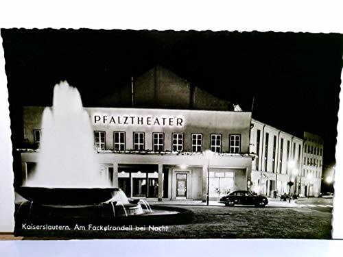 Kaiserslautern. Am Fackelrondell bei Nacht. Alte AK s/w. Pfalztheater Gebäudeansicht, Brunnen ,it Wasserspiel, Auto