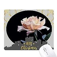 ピンクの白の美しい花 クリスマスイブのゴムマウスパッド