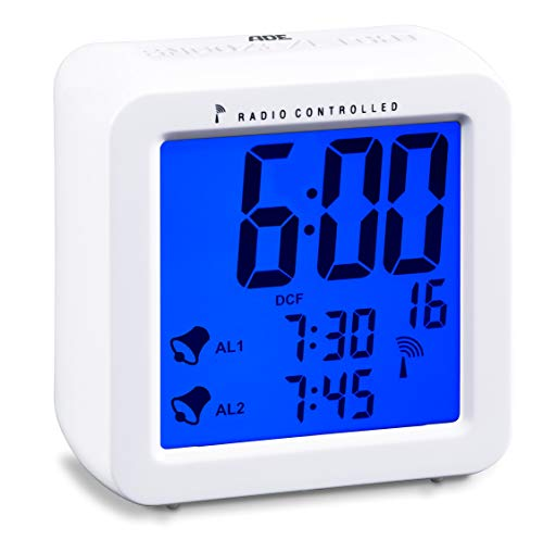 ADE Funkwecker CK1701. Digitaler Wecker mit Funkuhr, zwei Weckzeiten, Schlummerfunktion und beleuchtetem LCD-Display. Batteriebetrieben, inklusive 2 x 1,5 V AAA Batterien. Farbe: Weiß