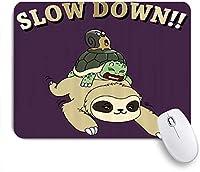 NIESIKKLAマウスパッド 面白い漫画ナマケモノカタツムリの上にスローダウンフレーズ ゲーミング オフィス最適 高級感 おしゃれ 防水 耐久性が良い 滑り止めゴム底 ゲーミングなど適用 用ノートブックコンピュータマウスマット