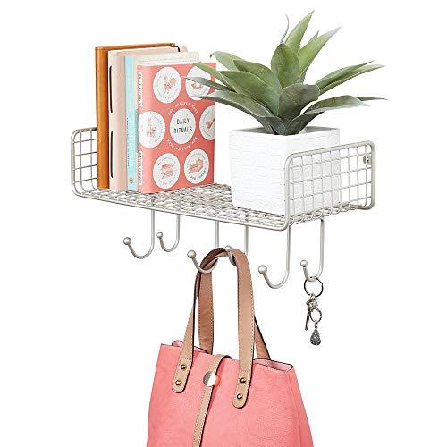 mDesign Organizador de cartas con cesta para el pasillo o la cocina – Cuelga llaves compacto con guarda cartas y 6 ganchos – Colgador de pared con balda metálica – plateado mate