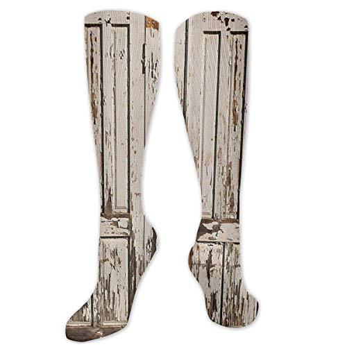 Vintage huis ingang met verticale oude planken verstoord rustiek hardhout ontwerp sokken atletische compressie kousen fit hardlopen