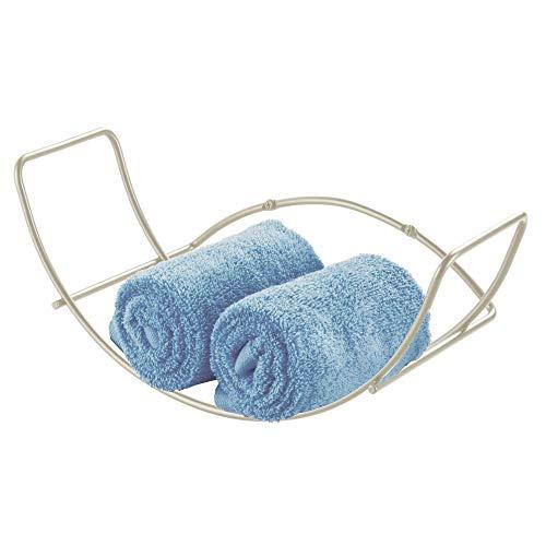 mDesign Handtuchhalter für das Badezimmer – Wandregal Handtuchständer aus Metall – ideal für Badzubehör wie Handtücher, Waschlappen und Co. – einfache Montage – mattsilberfarben