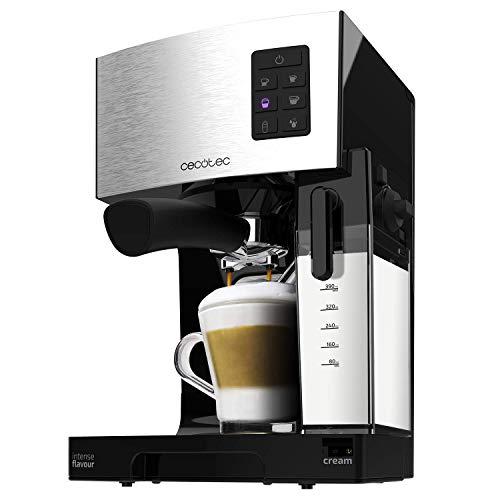 Cafetera semiautomática que prepara todo tipo de bebidas calientes y cappuccinos con solo pulsar un botón. Añade el café y la leche directamente a la taza con el sistema InstantCappuccino.,Tecnología Force Aroma con bomba de presión de 20 bares y 1450 W de potencia. Consigue la mejor crema y el máximo aroma. Sistema CustomCoffee: totalmente personalizable, programa automáticamente la cantidad de café o espuma que desees.,Incluye depósito de leche Full-Milk de 400 ml de capacidad, se conecta a la cafetera y puede guardarse en la nevera. Sistema de calentamiento Thermoblock: facilita un calentamiento más rápido y homogéneo del agua.,Brazo con doble salida y dos filtros para preparar uno o dos cafés a la vez. Bandeja calientatazas para almacenar y calentar las tazas previamente. Consigue mayor intensidad y aroma en tu café.,Depósito de agua extraíble con 1,4 litros de capacidad. Acabados en acero inoxidable. Incluye cucharilla dosificadora con prensador para el café. Bandeja de goteo desmontable para facilitar la limpieza.