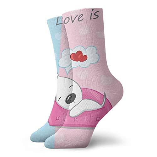 Calcetines cortos de longitud de pantorrilla suaves con diseño de cachorro soñando en el sofá con símbolo de corazón en el fondo de San Valentín, calcetines para mujeres y hombres, ideales para correr