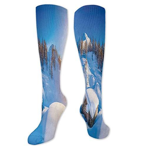 Vista panorámica aérea de una cabina de madera nevada en los Alpes suizos calcetines deportivos de compresión para hombre y mujer calcetines largos transpirables lindos dibujos animados