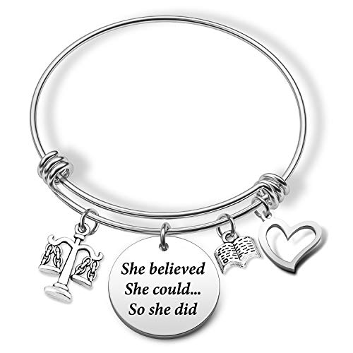 Eigso Scales of Justice Lawyer Gifts Pulsera llavero She Believed She Could Law School Graduación Regalo para Abogadas Mujeres New Lawyer Jewelry