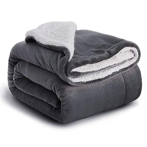 Hosaud Sherpa Decke 150x200cm hochwertige Wohndecken Kuscheldecken, extra Dicke warm Sofadecke/Couchdecke in zweiseitig, super flausch Fleecedecke als Sofaüberwurf oder Wohnzimmerdecke Grau