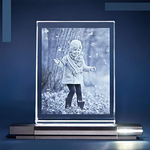 Isonio Glasfoto - Ihr Foto in hochwertiges Glas gelasert, mit hellem LED Leuchtsockel aus schwarzem Alu (Glasfoto mit Leuchtsockel, Gr. M Hoch 80 x 105 x 30 mm)