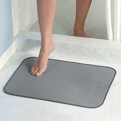InterDesign iDry tapis de bain, grand tapis antidérapant en microfibre pour salle de bain et WC, tapis bain absorbant séchage rapide, gris