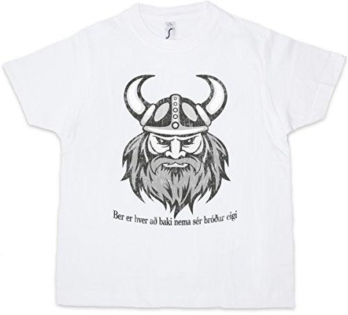 Guerrero vikingo con casco de cuernos
