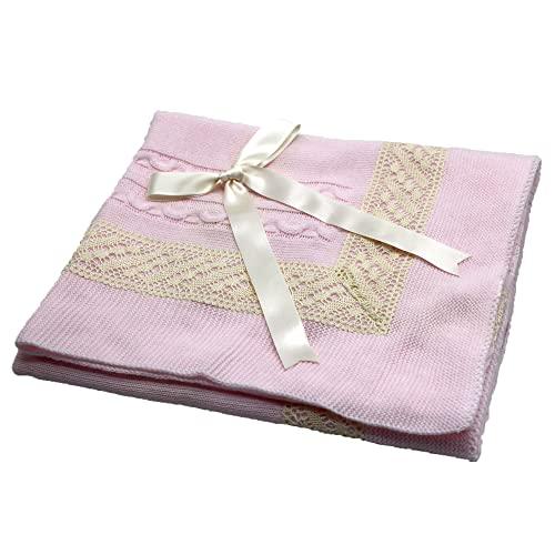 Toquilla para bebé hecha con punto 100% acrílico super suave, está certificada sin productos químicos para cuidar la piel de los bebes. Manta de bebé suave y cálida. (Rosa)