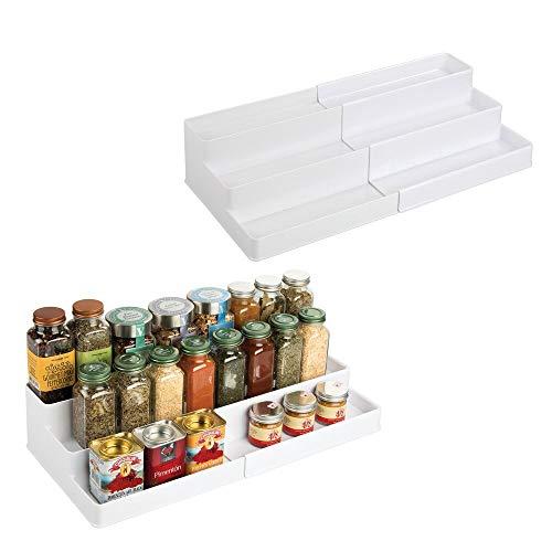 mDesign Kunststoff Verstellbar Erweiterbar Küchenschrank Speisekammer Regal Organizer Gewürzregal mit 3 Ebenen der Aufbewahrung für Gewürzflaschen, Gläser, Gewürze, Backzubehör, 2er Pack - Weiß