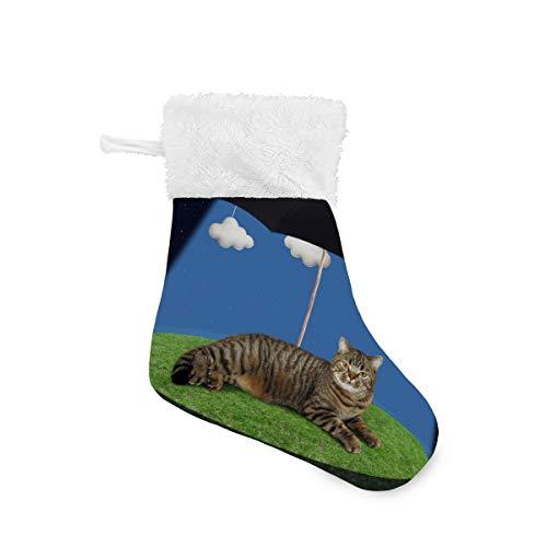 4 paquetes de calcetines de Navidad de 7.87 pulgadas con diseño de gatito de noche tumbado bajo la chimenea de paraguas negro para colgar, decoración de calcetín de Navidad y bolsa de caramelos, multicolor, 7.87x5.5 inx6