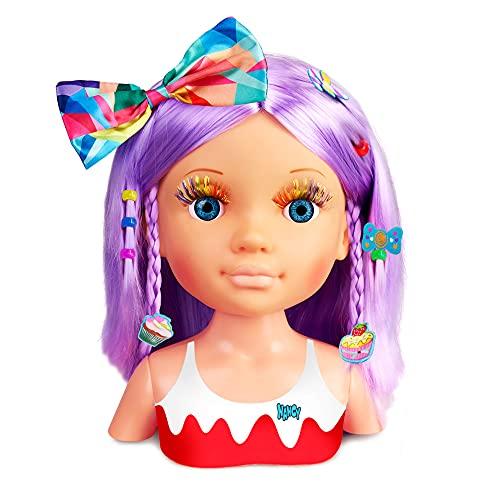 Nancy - Un Día de Secretos de Belleza Violeta, Busto de muñeca con el Pelo Morado y Largo para peinar y maquillar, más de 20 Accesorios como Lazos, coleteros, Pinzas y Purpurina, Famosa (700015133)