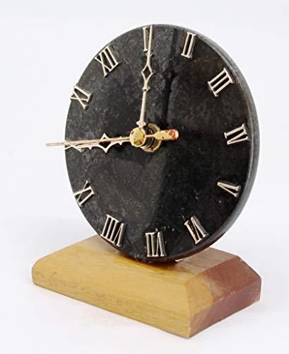 Agata Mineral Import Uhr geschnitzt in schwarzem Granit und mit Holzsockel - Herkunft: Brasilien