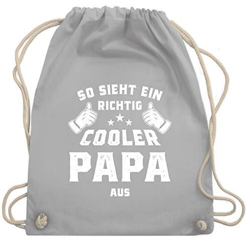 Shirtracer Vatertagsgeschenk - So sieht ein richtig cooler Papa aus - Unisize - Hellgrau - Geschenk - WM110 - Turnbeutel und Stoffbeutel aus Baumwolle