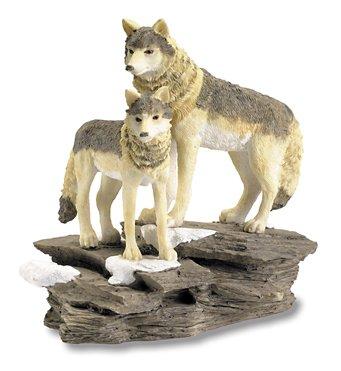 Figur aus Kunstharz, Figur 2 Wolf auf Feld, 15/14/10 cm