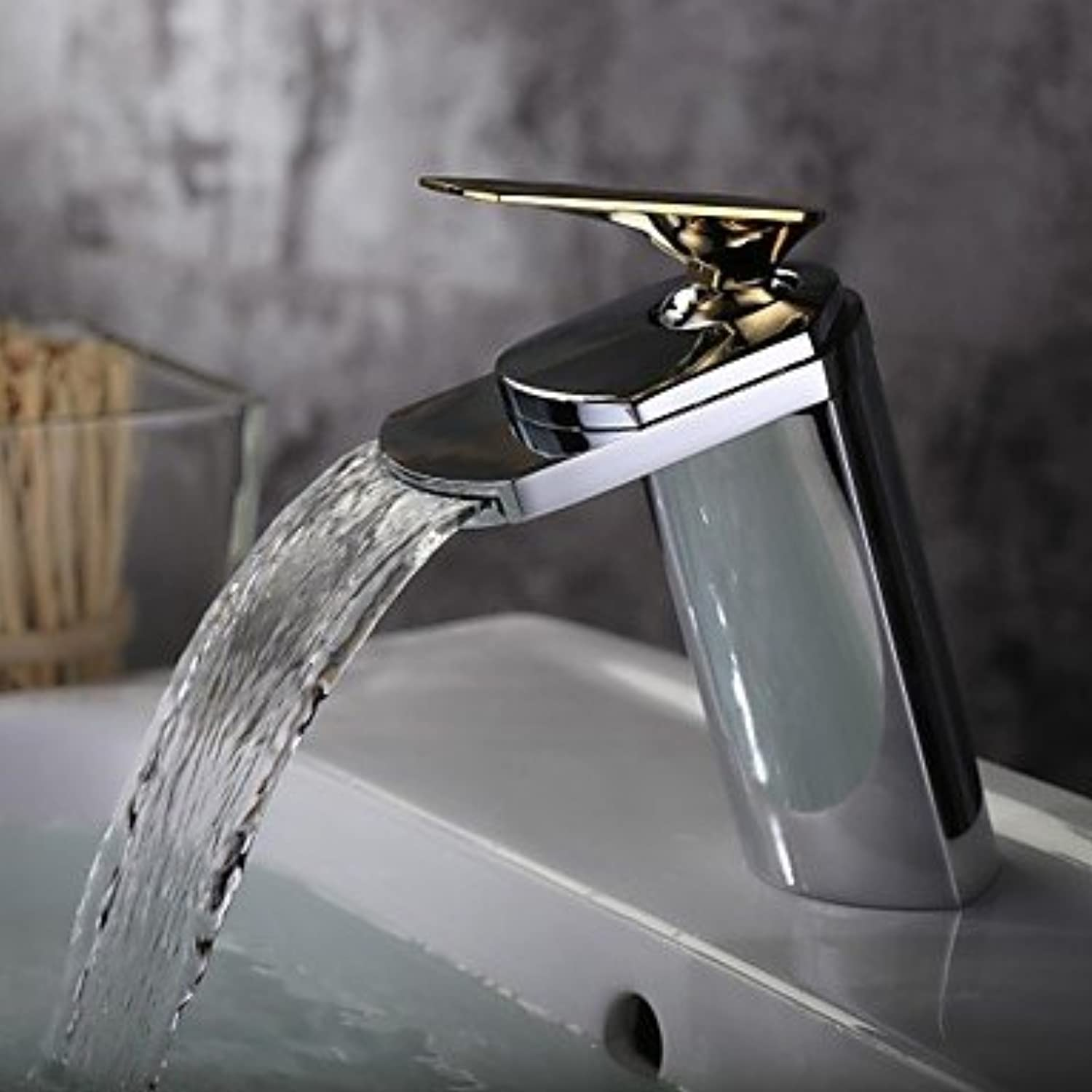 SADASD Fashion Modern 360° redating Kitchen Sink Tap Single Lever Single Hole Cold Water Chrome Faucet (Hot and Cold Water)