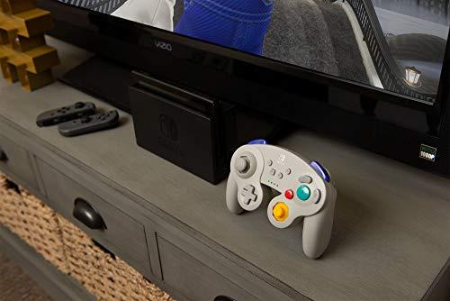 PowerA Kabelloser Controller für Nintendo Switch - GameCube-Stil Grau & Amazon Basics Batterieladegerät für Ni-MH AA / AAA Akkus und USB Geräte