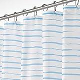 mDesign Luxus Duschvorhang – wasserabweisender Badewannenvorhang mit modernem Streifenmuster – leicht zu pflegener Duschvorhang – weiß & hellblau