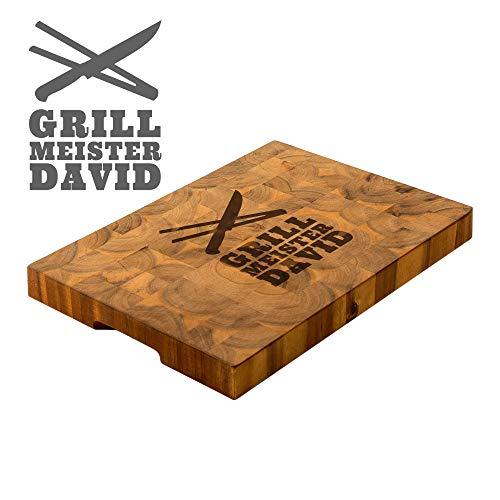 Casa Vivente Schneideblock aus Holz mit Gravur für Grillmeister, Personalisiert mit Name, Küchenzubehör für Genießer, 42 x 30 x 4 cm
