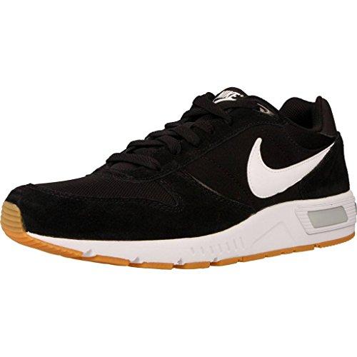 Nike Nightgazer, Zapatillas para Hombre, Negro (Black/White), 43 EU