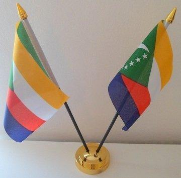 Comores Comoran 2 Drapeau affichage de bureau avec Base dorée