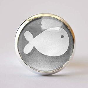 Anstecknadel Pin Kleiner Fisch hellgrau – Taufe Kommunion Konfirmation