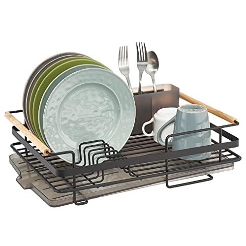 mDesign Abtropfgestell aus Metall mit Holzgriffen – Geschirrabtropfgitter mit Besteckfach und Auffangschale – Geschirr Abtropfkorb für ein Lufttrocknen auf der Arbeitsplatte – mattschwarz/natur