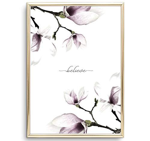 Tales by Jen Kunstdruck, Pflanzen Poster: Believe - Magnolien | Stilvolles Premium Poster auf hochwertigem Papier | Stylisches Wohnaccessoires | Handlettering Wand Bild Natur, Grün | Ohne Bilderrahmen