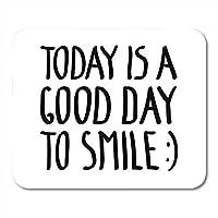 今日のマウスパッド快適で滑りにくいホワイトは、インスピレーションを与える碑文書道レタリング引用デザインオーバーレイマウスマットノートブックデスクトップコンピューターに適したマウスパッド快適で滑りにくいを笑顔に良い日です。