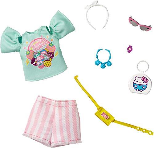 Barbie Storytelling Fashion Pack di vestiti per bambole ispirati a Hello Kitty & Friends: Aqua Kawaii Tokyo Top, pantaloncini a righe e 6 accessori bambole, regalo per bambini da 3 a 8 anni