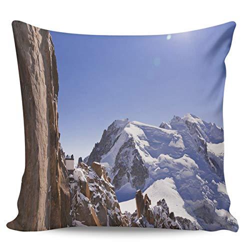 Winter Rangers Housse de coussin décorative - Alpes Cliff Neige Montagne Soleil Bleu Ciel Nuages Housse de coussin carrée confortable pour canapé chambre à coucher 40,6 x 40,6 cm