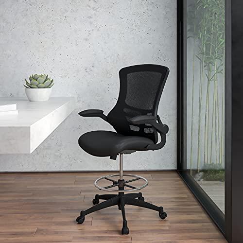 Flash Furniture Silla de escritorio ergonómica, de malla, respaldo medio, anilla reposapiés ajustable, reposabrazos abatibles, color Negro