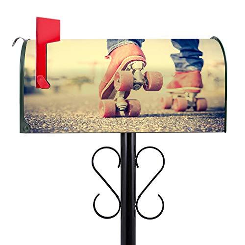 BANJADO US Mailbox | Amerikanischer Briefkasten 51x22x17cm | Letterbox Stahl Grün | mit Motiv Rollschuhe | inklusive schwarzem Ständer