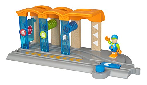 BRIO World Smart Tech - 33874 Smart Washing Station | 2 Piece Toy Train Accessory for Kids Ages 3 and Up,Multi