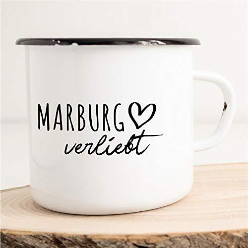 HELLWEG DRUCKEREI Emaille Tasse Marburg Verliebt Geschenk Idee für Frauen und Männer 300ml Retro Vintage Kaffee-Becher Weiß mit Stadt Namen für Freunde und Kollegen