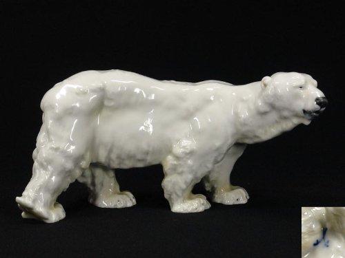 Porzellanfigur, um 1900, gemarkt Meißen, im Fuß eingeritzt: T 182, Entwurf Otto Jarl (1856 - 1915), Eisbär, kleine Glasurfehler, unbeschädigt. H: 11 cm, L: 22 cm