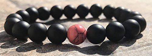 LOVEKUSH Positive Energy - Pulsera redonda elástica de 8 mm, color negro y rojo, coral Howlite y ónix negro, 17,78 cm, para hombres, mujeres, gf, bf y adultos.