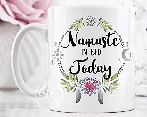 N\A Taza Personalizada Namaste en la Cama Hoy, Taza de café de Namastay, Regalo de Namaste, Taza de café de Yoga, Taza de Cita de Namaste, Regalo para Ella yayagrandma papá Pop Nana