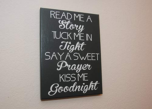 Claude16Poe Kiss Me Goodnight Read Me A Story Kinderzimmerdeko Kinderzimmer Dekor Kinderzimmer Holz Schild Tuck me in Wood Schilder ay a Sweet Prayer Home Decor