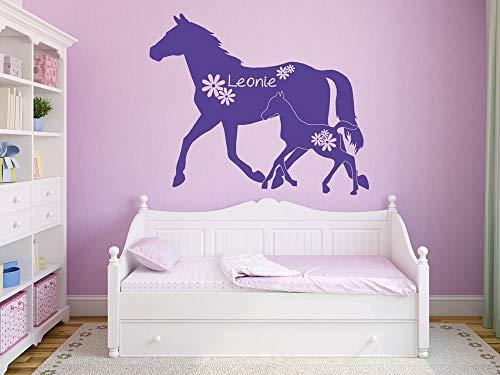 GRAZDesign muurtattoo naam voor meisjeskamer - gewenste naam met paarden veulen bloemen