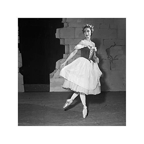 Dame Margot Fonteyn - Ballerina pictured as Giselle 1949 Print 60x60cm