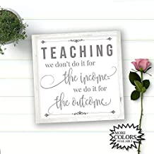 qidushop Letrero de Madera Pintada con Texto en inglés Teaching We Dont Do It For The Income We Do It For The Outcome Teacher