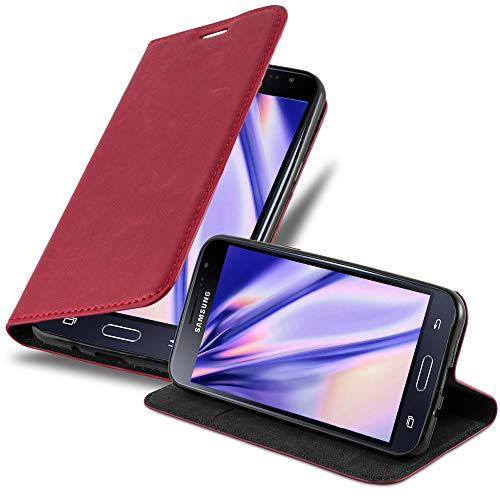 Cadorabo Hülle für Samsung Galaxy J3 / J3 DUOS 2016 in Apfel ROT - Handyhülle mit Magnetverschluss, Standfunktion & Kartenfach - Hülle Cover Schutzhülle Etui Tasche Book Klapp Style